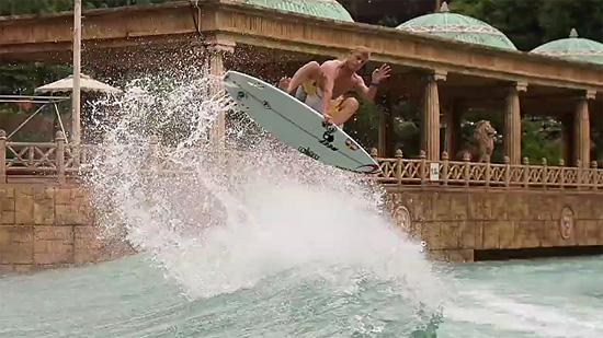 サーフィンの様子をバレットタイムで撮った映像 『Mirage Boardshort 2』