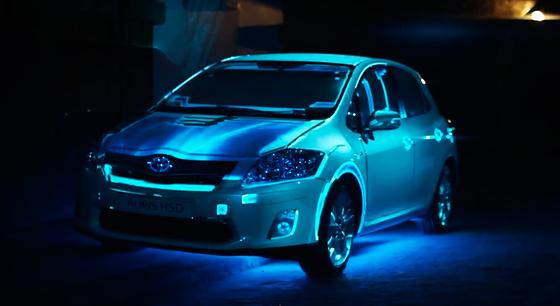 車体をスクリーンに。プロジェクションを利用したトヨタ『Auris(オーリス)』のプロモーション